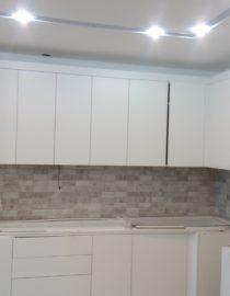 Плитка на кухне + оформление фото 7