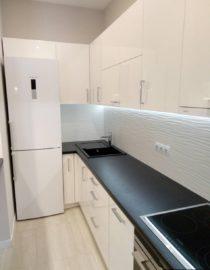 Плитка на кухне + оформление фото 8